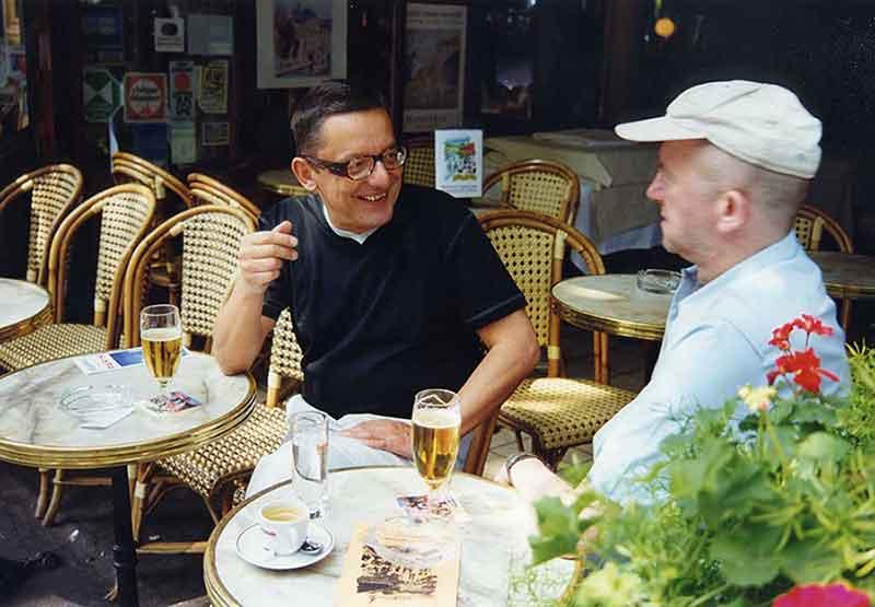 Andrzej Barti Paweł Jocz w kawiarni przy bulwarze Saint-Germain (Paryż 1998) ©Marek Wittbrot