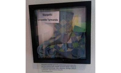 Skarpetki Tyrmanda, zdjęcie kolorowe z wystawy w Sopocie